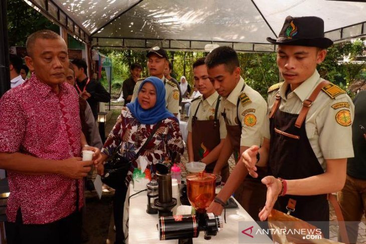 Barista Polbangtan Medan ramaikan Medan International Coffee Festival 2019 Six Edition