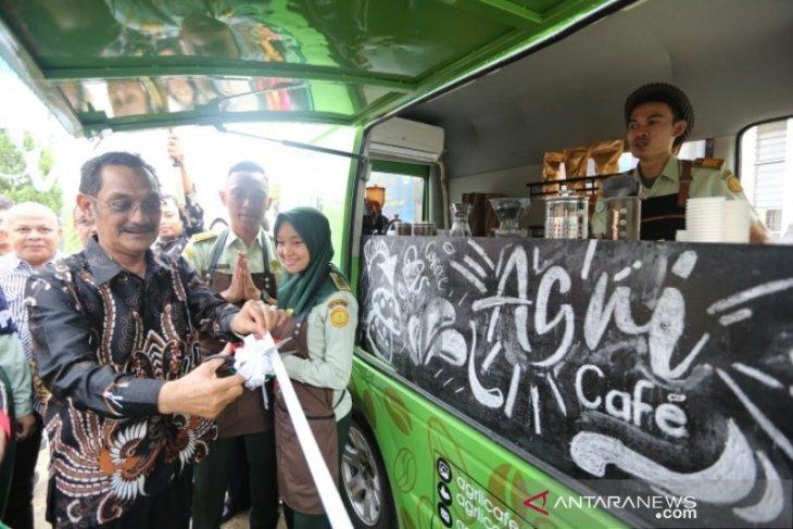 Gubsu resmikan bis kopi Polbangtan Medan