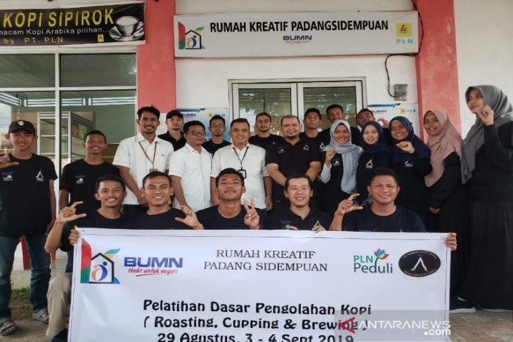 Mahasiswa Polbangtan PKL di Tapsel latihan Roasting Kopi di rumah kreatif BUMN