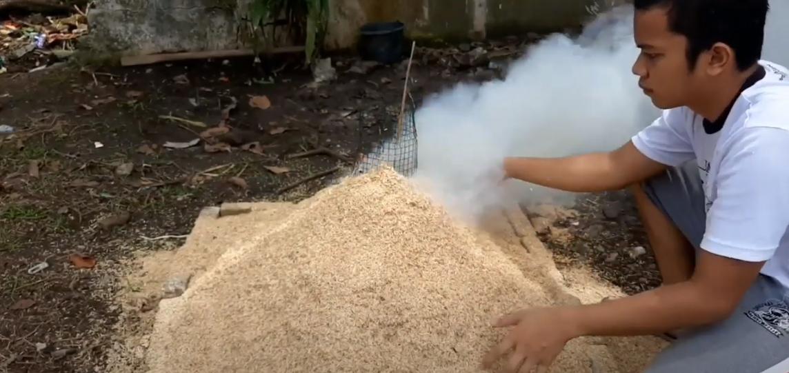 Cara Sederhana Membuat Arang Sekam